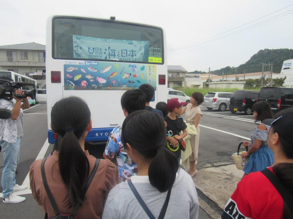 子どもたちが学んだ成果を発信!オリジナルバス完成!