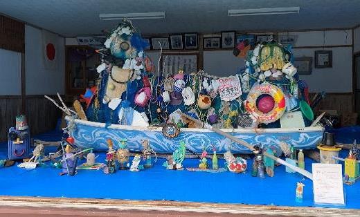 メッセージを宿した海ごみアート「マレビト」